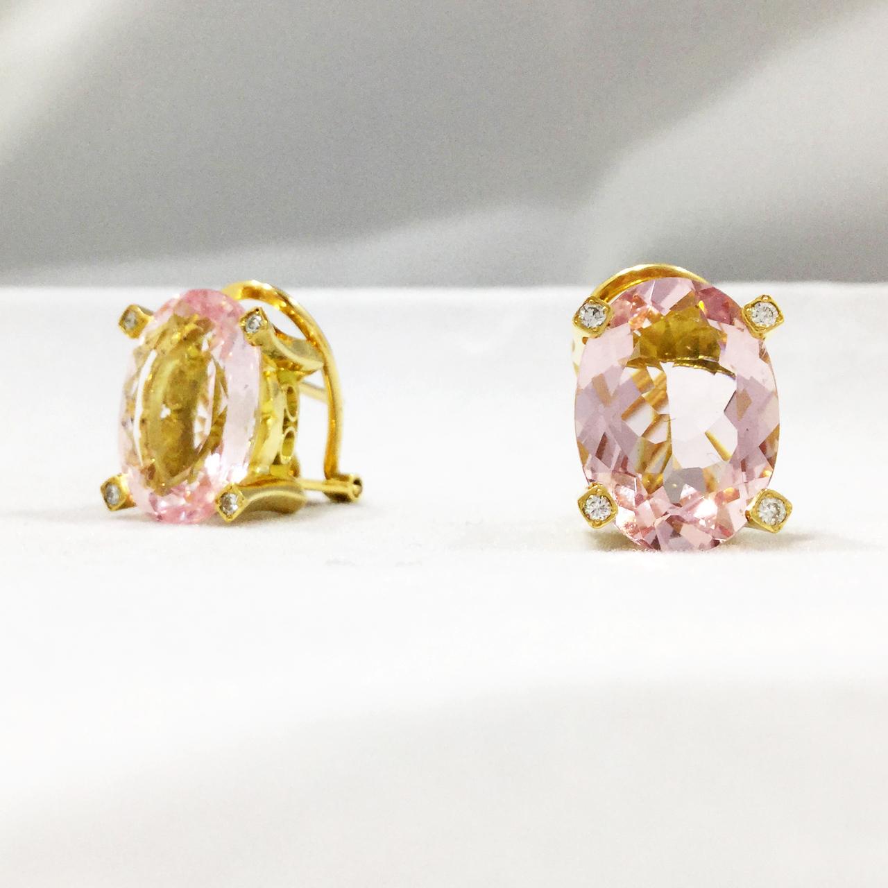 8701b37a3f17 Inicio   Tienda   Alta Joyeria   Colección Diamantes y Gemas Naturales    Pendientes de diseño actual con morganitas y diamantes